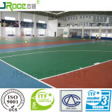 La corte di tennis di plastica del campo da pallacanestro mette in mostra il pavimento