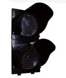 2개의 양상 적십자 및 녹색 화살 차량 신호등