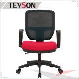플라스틱 팔걸이를 가진 중앙 뒤 사무실 메시 회전대 업무 방문자 회의 수신 의자