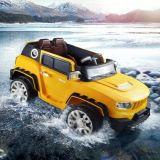 Paseo del coche eléctrico de los niños del coche eléctrico de los cabritos en el coche del juguete