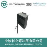 電気制御ボックスを押す冷たい金属