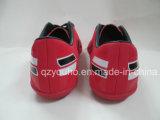 販売のためのえんじ色の人の女性のサッカーの靴