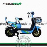 Motociclo elettrico con il cestino anteriore