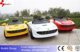 Giro del giocattolo del veicolo elettrico del capretto sull'automobile