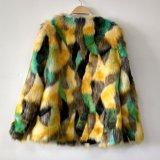 La capa redonda del cuello del telar jacquar de la piel tricolora del Faux Outwear