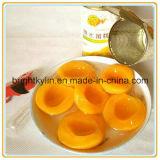 Metades enlatadas dos pêssegos, pêssego, fruta enlatada