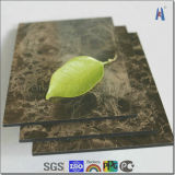 O raio encurrala o painel composto de alumínio /ACP