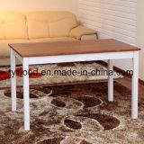 A tabela e as cadeiras ajustaram-se para o uso da sala de jantar