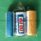 Qualsiasi sacchetti di immondizia di plastica di colore su rullo