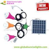 Sistema di illuminazione domestico solare poco costoso con 3 lampade e caricatori del telefono