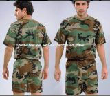 삼림 지대 위장에 있는 군인의 내복 세트