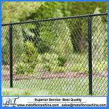 Installer la clôture enduite par PVC noire de maillon de chaîne