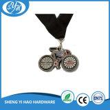 旧式な銀によってめっきされる柔らかいエナメルの記念品の金属のバイクメダル
