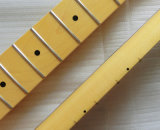 ニトロ終了する老化させた性質の一つのかえでの遠いギターの首