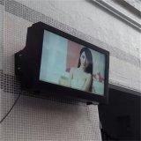 Allwetter- im Freienbekanntmachenbildschirmanzeige mit an der Wand befestigtem