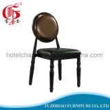 椅子かコーヒー椅子を食事している新しい到着の丸背ブラウン