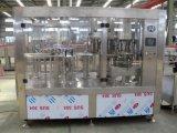 Saft-Glasflasche, die Monoblock-Maschine füllt