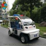 4 polizie dei veicoli di impianto elettrico delle sedi perlustrano l'automobile elettrica