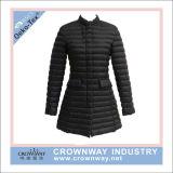 Одежда оптовой Nylon повелительниц черной гусыни куртки вниз напольная