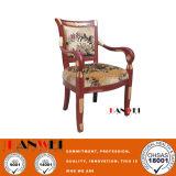 Cadeira cinzelada da antiguidade da cadeira da madeira contínua do vidoeiro
