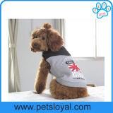 工場冬の飼い犬はペットアクセサリに着せる