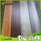 Cliquetis enclenchant le PVC aucune planche de vinyle de colle parquetant la feuille en bois antidérapante de PVC de vinyle des graines