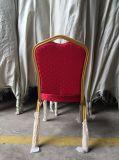 宴会の椅子をスタックする金属の結婚式