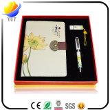 Het volledige Kleurrijke die Notitieboekje van de Stijl met Pen, de Zak van de Kaart wordt geplaatst