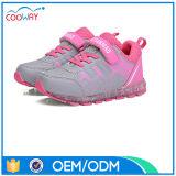 中国OEM LEDの靴は安い価格の明るいスニーカーをカスタマイズする