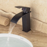 Golpecito de mezclador montado cubierta moderna del fregadero del lavabo del cuarto de baño de la cascada