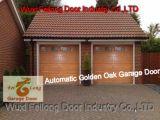 Porta secional residencial da garagem da automatização --- Cor dourada da madeira de carvalho