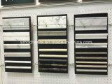 Calacatta 벽을%s 황금 Basketweave 대리석 모자이크 W/Black 점 도와