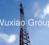 De driehoekige Toren van Telecommunicatie met de Staaf van de Hoek van 60 Graad