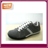 Les chaussures occasionnelles du sport des hommes vendent en gros
