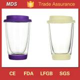 Tazza doppia di vendita calda di vetro bevente con il coperchio e la parte inferiore del silicone