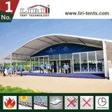 De recentste Tent van de Boog van 500 Mensen van het Ontwerp Openlucht met de Muren van het Glas van de Luxe en de Deur van het Glas