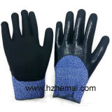 抵抗力がある手袋の半分によって浸されるニトリル作業手袋を切りなさい