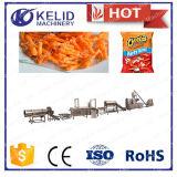 El acero inoxidable automático lleno sopló los enrollamientos Cheetos del maíz que hacía la máquina