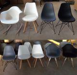 Piernas de la haya de Eames PP que cenan la silla