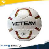 前例のなく典型的な手によって縫われる競争のサッカーボール