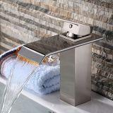 Scegliere il rubinetto del dispersore di vanità della stanza da bagno della cascata della maniglia (nichel spazzolato)