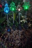 Le RVB colorent la lumière solaire changeante de pieu de festival de Noël