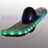 Individu populaire équilibrant la planche à roulettes électrique d'équilibre de Hoverboard/Eletrical