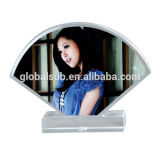 La foto de encargo 3D enmarca el cristal de la sublimación con los espacios en blanco del traspaso térmico