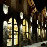 Lampada fissata al muro di illuminazione LED del parcheggio dell'hotel