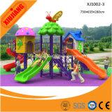 La glissière extérieure de cour de jeu de jardin d'enfants badine le centre de jeu de jeux