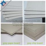 Cartone grigio della scheda di chip in strati