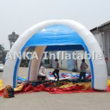 La publicité de la tente gonflable de pattes d'araignée avec toute l'impression