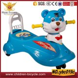 Passeio novo dos miúdos do estilo no carro com o bebê idoso do carro For2-7years do balanço da música