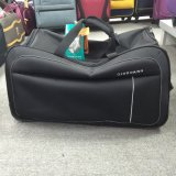 飛行のためのトロリーが付いている旅行袋